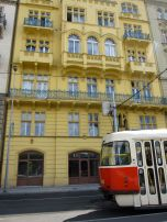 Yellow Belle, Prague