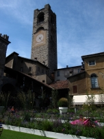 Piazza Vecchia, Bergamo- all done up in flowers