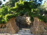 Charming gate, leaving Parc Guell