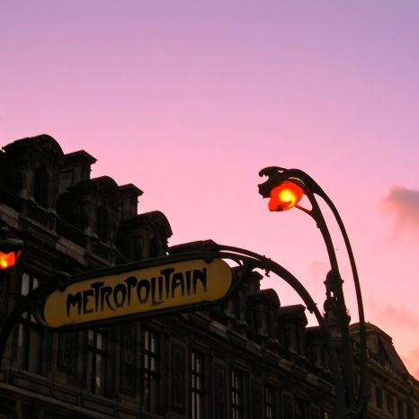 Then we walked home via Rue de Rivoli, enjoying a purple sunset.